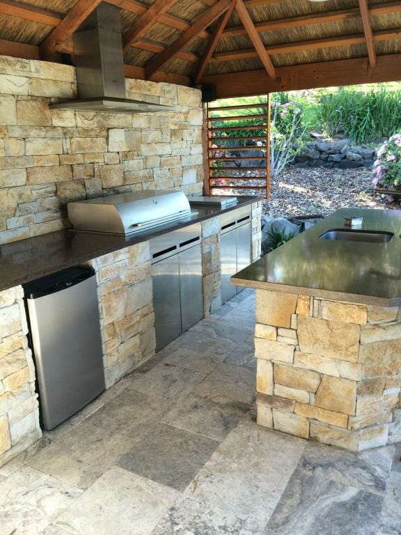Dry Stacked Natural Grey outdoor kitchen