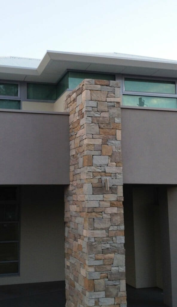 Dry Stack Natural Grey pillar feature