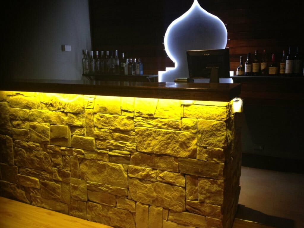 Dry stacked sandstone bar