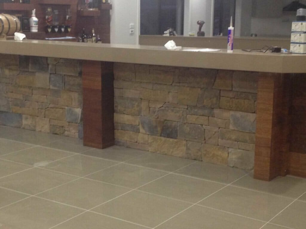 Drystack Earth feature wall bar