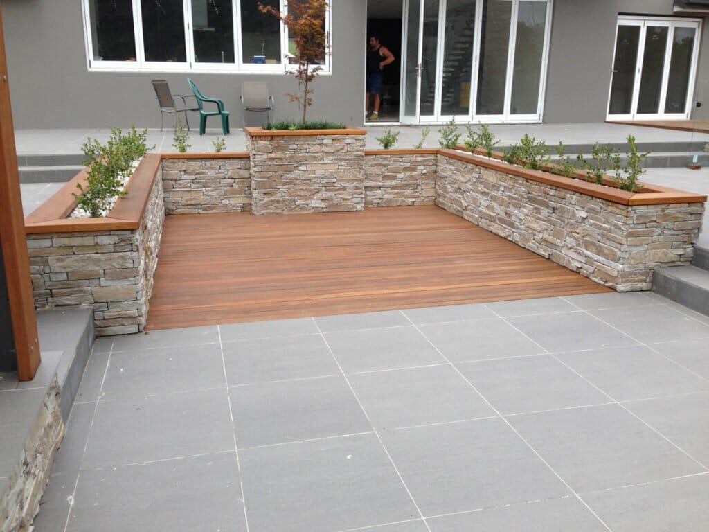 Ledgestone Natural Grey retaining wall