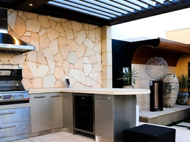 arctic-sandstone-outdoor-kitchen