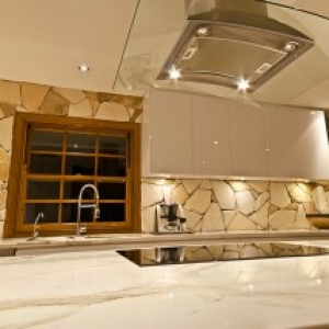 arctic-sandstone-kitchen