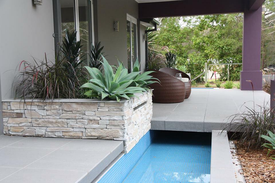 Ledgestone Natural Grey retaining wall water feature